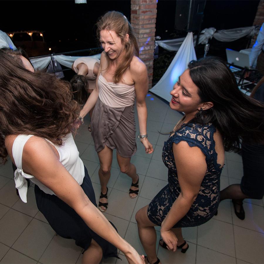 Dombi Vera - esküvői buli, esküvői parti fotózás